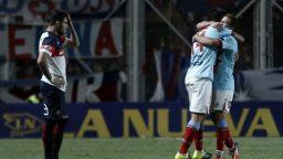 Arsenal derrotó a San Lorenzo y se ilusiona con el campeonato.
